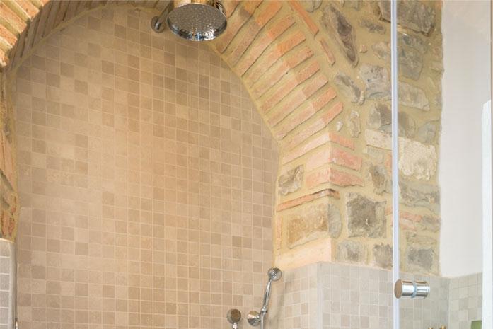 camera con doccia montalcino